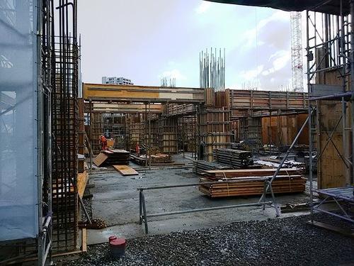 1月:1階柱梁の鉄筋・型枠工事.jpg