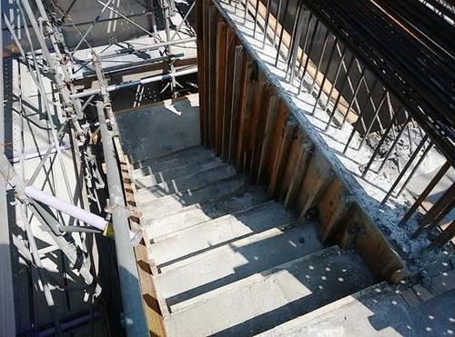屋外避難階段.jpg