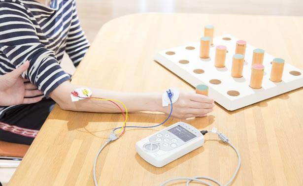 写真:IVES(電気刺激治療機器)
